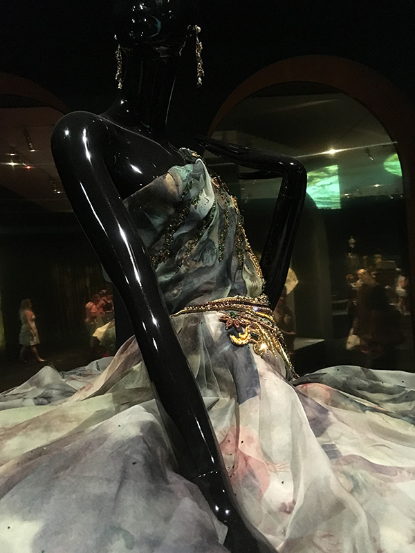 Guo Pei Garment 2017 – Spring/Summer – Legend Collection